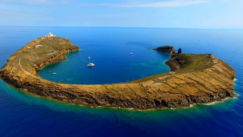 Así es atracar en Puerto Tofiño en las Islas Columbretes